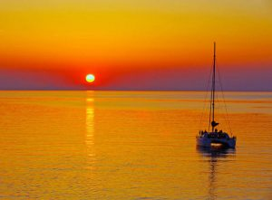 barco romantico santorini