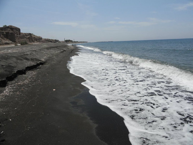 monolithos beach santorini