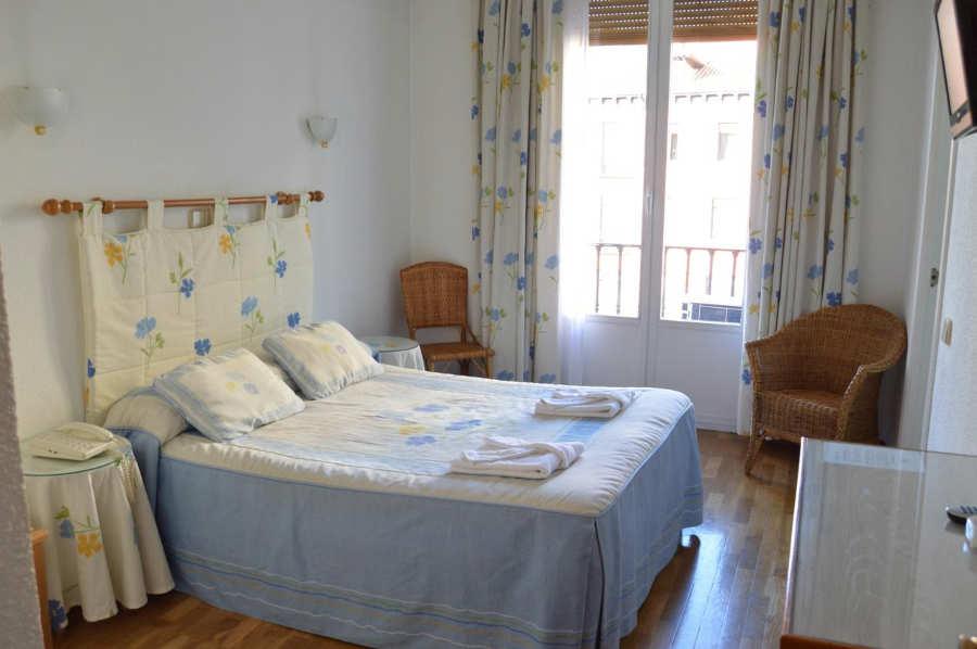 Hostal Triana - hoteles y apartamentos baratos madrid